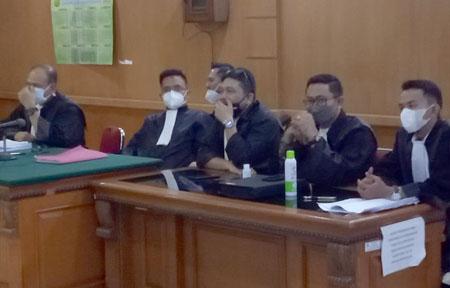 Tim penasihat hukum Dadang Suganda di PN Tipikor Bandung 10022021. FOTO DRY Copy