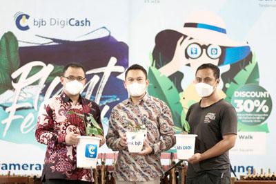 Dukung Transaksi Cashless di Berbagai Sektor bank bjb Gelar Digicash Plant Festival 2