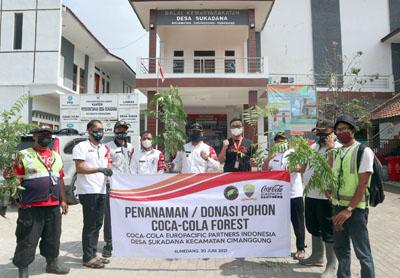 CCEP Indonesia Pabrik Sumedang Bersama Pemdes Sukadana Lakukan Penanaman 1.500 Bibit Pohon 4