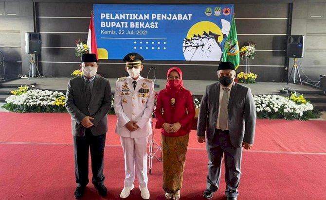 Gubernur Jawa Barat Ridwan Kamil Resmi Melantik Penjabat Bupati Bekasi Dani Ramdan 22 Juli 2021 (Foto: Humas)