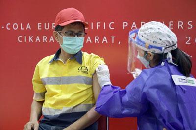 Vaksin Gotong Royong bagi pekerja pabrik Coca Cola Europacific Partners Indonesia di Bekasi